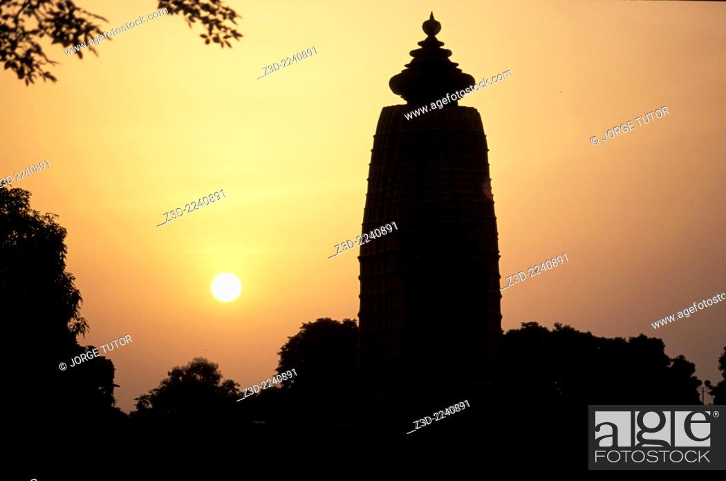 Imagen: Khajuraho Temple silhouette at sunset, Madhya Pradesh, India.