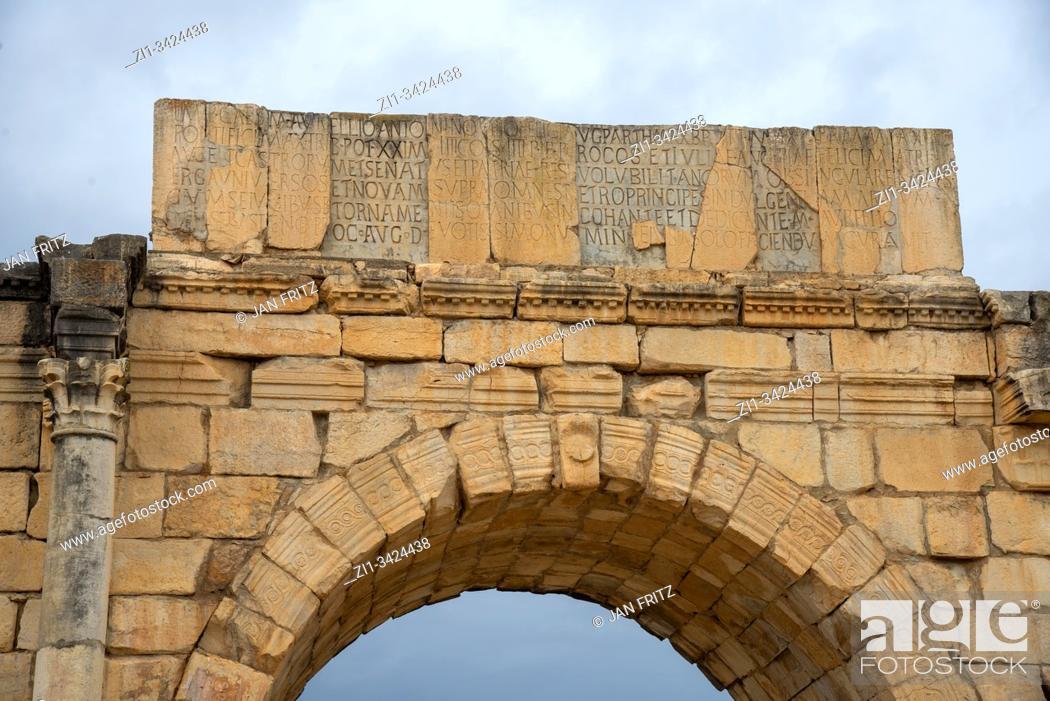 Imagen: ruins at roman Volubilis in Maroc.