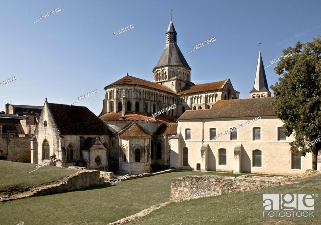 Stock Photo: La Charit-sur-Loire, Notre-Dame de La Charit.
