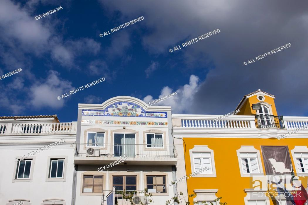 Photo de stock: Outdoor view of the main architecture style of buildins in Loule city, Portugal.