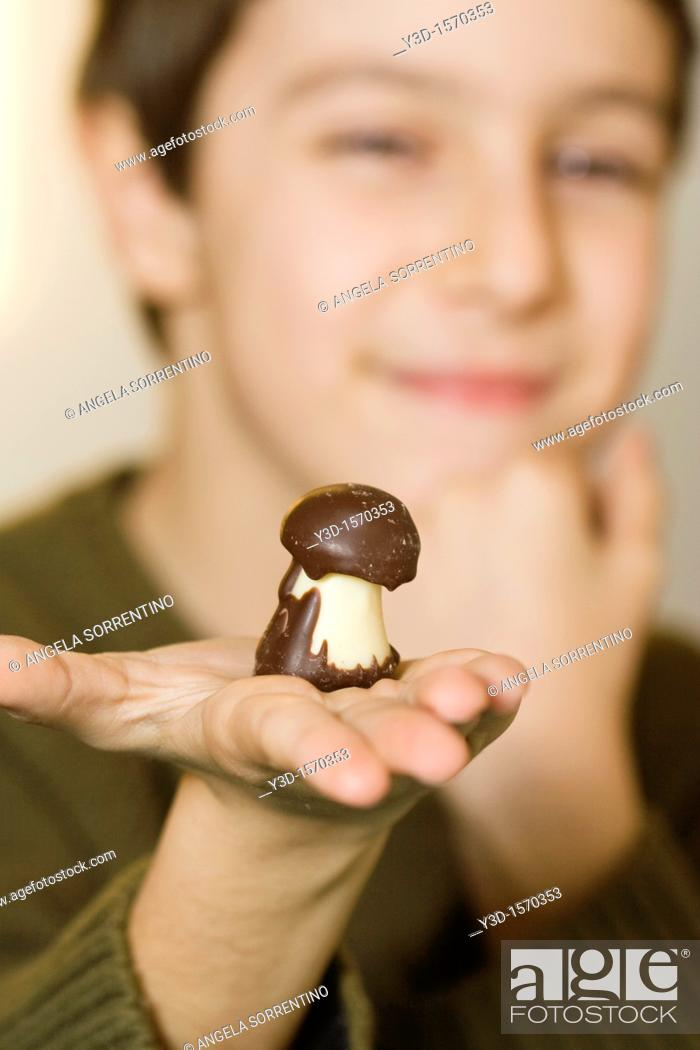 Stock Photo: Chocolate candy in hand's child.