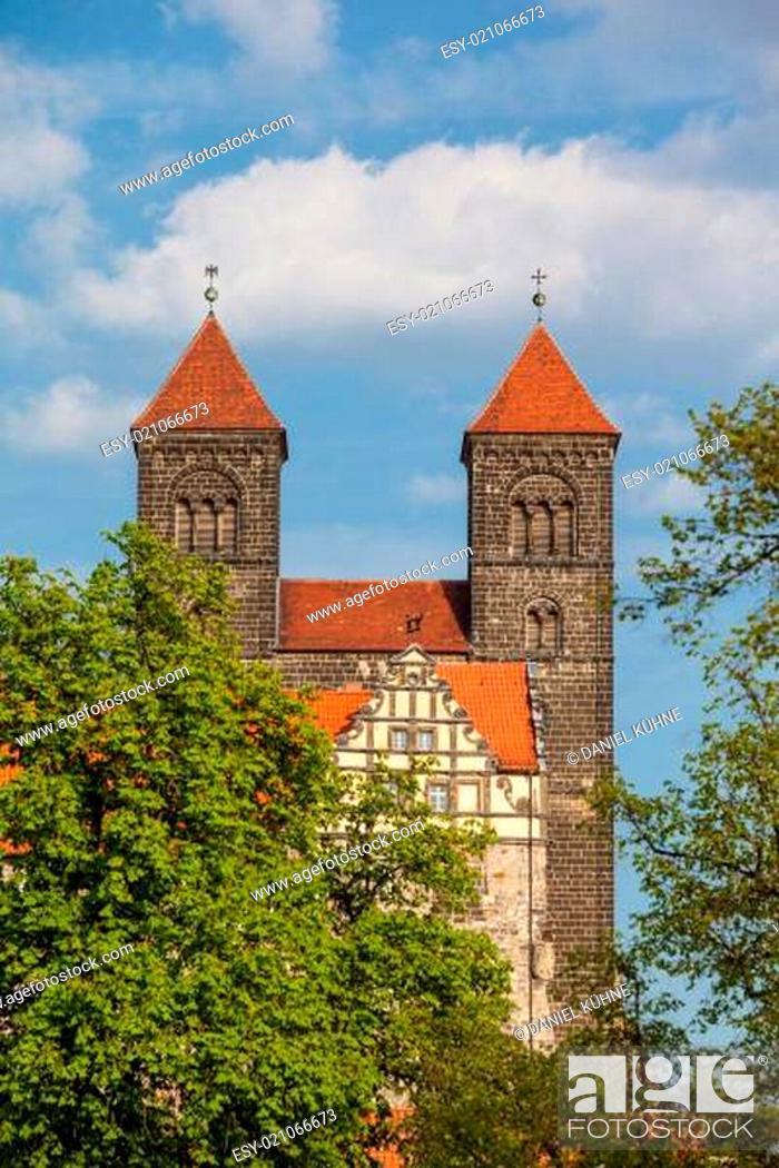 Stock Photo: Schloss / Stiftskirche Welterbestadt Quedlinburg.