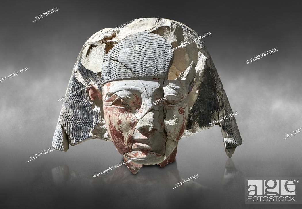 Imagen: Ancient Egyptian statue head of a monarch, limestone, Middle Kingdom, mis 12th Dynasty, (1900-1850 BC), Qqw el-Kebir, tomb of Ibu.