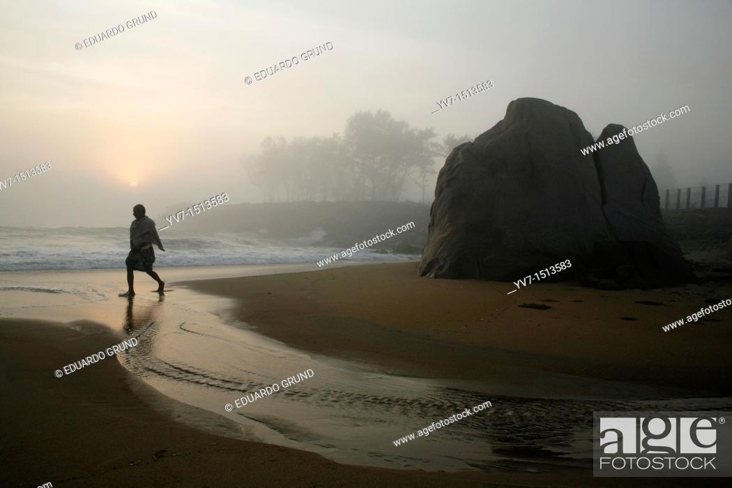 Stock Photo: Sunrise on the beach Mamallapuran  In the background the temple  Mamallapuram, Tamil Nadu, India, Asia.