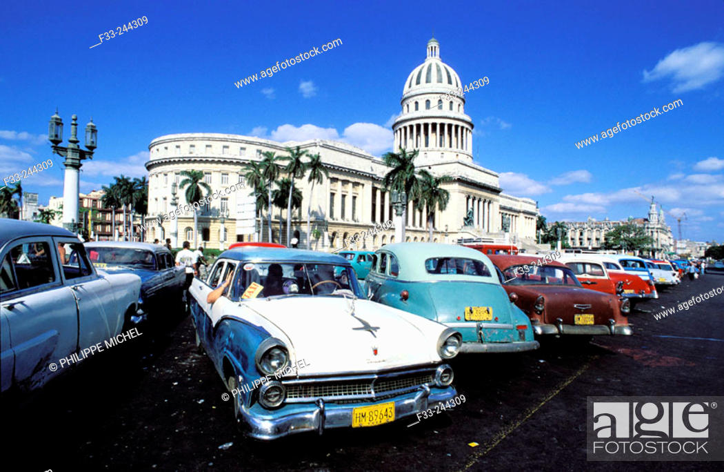 Stock Photo: Capitol Building and old cars. Havana. Cuba.