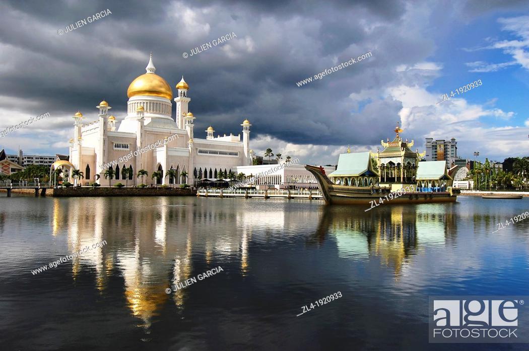 Stock Photo: Sultan Omar Ali Saifuddin Mosque in Brunei. Brunei, Bandar Seri Begawan. (/Julien Garcia).