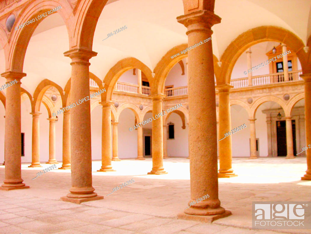 Stock Photo: Courtyard, Hospital Tavera (built 16th century). Toledo. Spain.