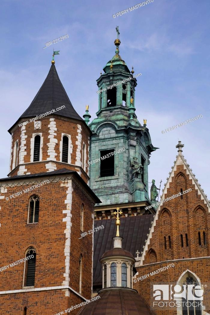 Stock Photo: Wawel Cathedral and Sigismund Chapel at the Wawel Royal Castle, Krakow, Poland, Europe.