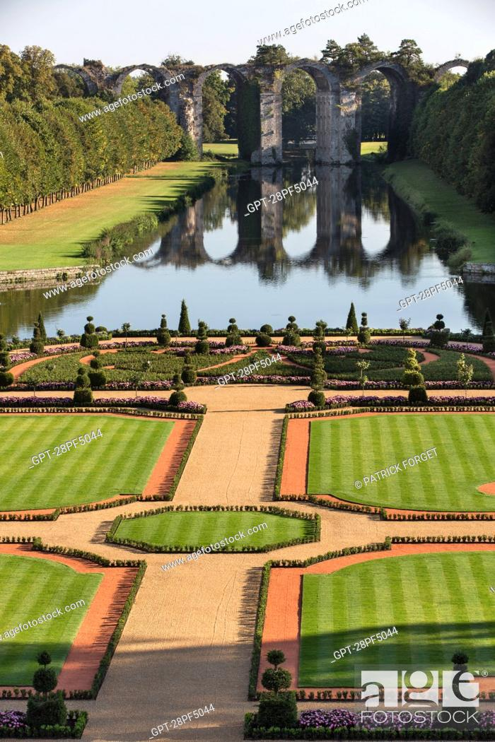 Imagen: FRENCH GARDEN CREATED FROM DESIGNS BY ANDRE LE NOTRE, GARDENER TO KING LOUIS XIV, CHATEAU DE MAINTENON,.