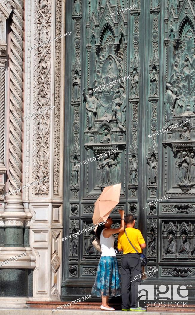 Stock Photo: Firenze (Italy): tourists by the main door of Santa Maria del Fiore's Cathedral.