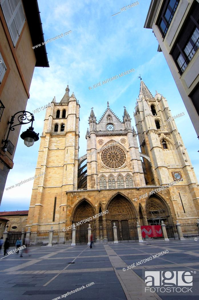 Stock Photo: Gothic cathedral of Santa Maria de Regla, Leon, Castilla-Leon, Spain.
