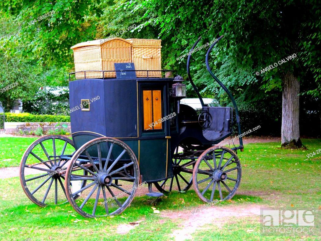 Stock Photo: Phaeton four- wheel carriage, Garden of Villandry Castle, France. .