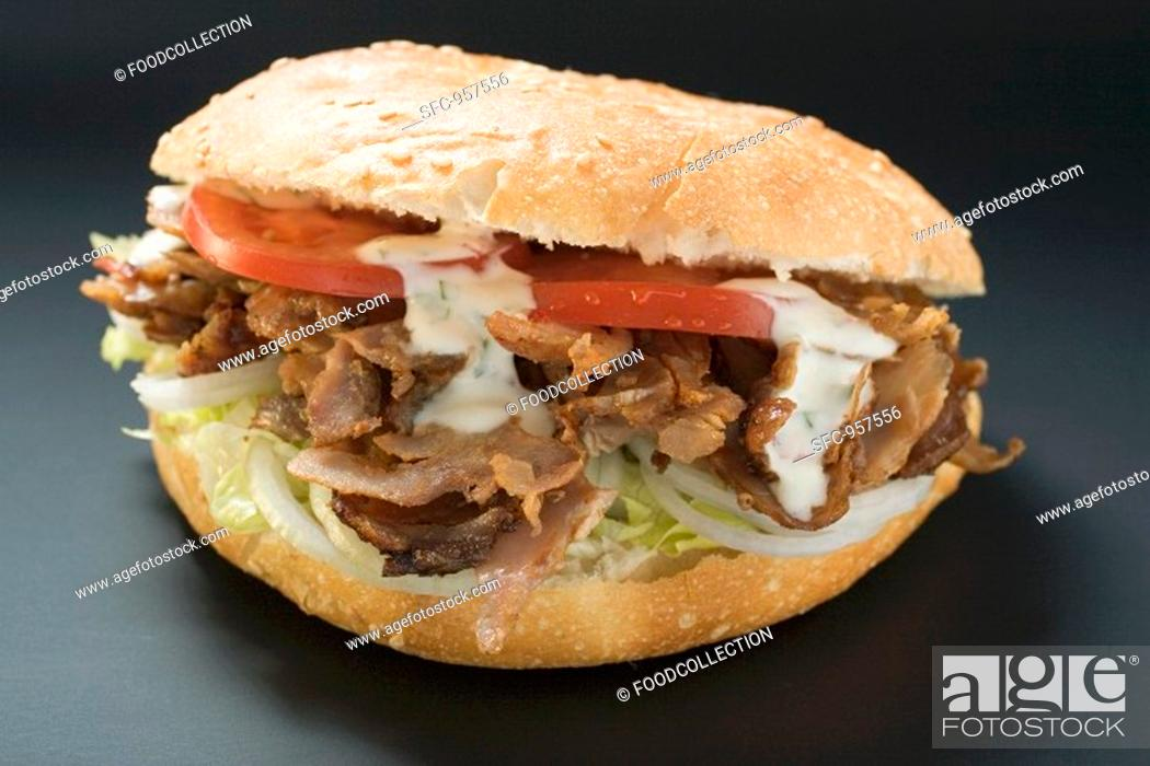 Stock Photo: Döner kebab with onions, tomatoes and yoghurt sauce.