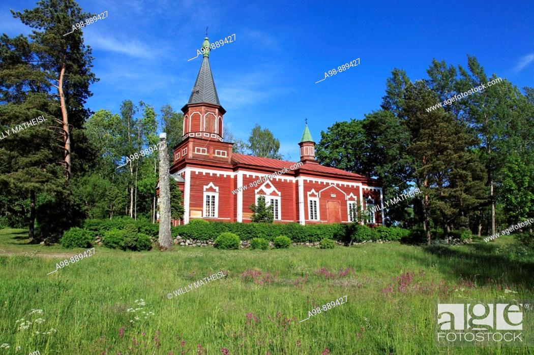 Imagen: wooden church at Seliste, Estonia, Baltic Sea, Eastern Europe.
