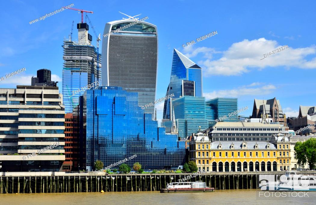Imagen: London, England, UK. Walkie Talkie building (20 Fenchurch Street) and others under construction in the city of London, seen from across the Thams.