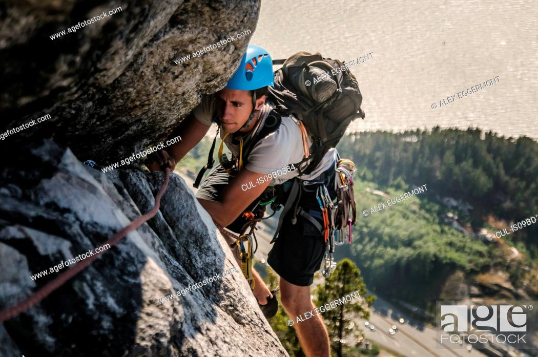 Photo de stock: Man trad climbing at The Chief, Squamish, Canada.