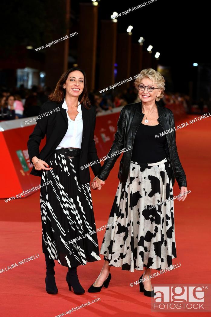 Imagen: Enrica Bonaccorti and daughter Verdiana Pettinari during the red carpet of film ' Il ladro di giorni ' at the 14th Rome Film Festival, Rome, ITALY-20-10-2019.