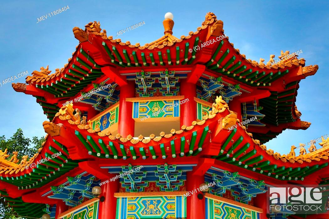 roof decorations on the thean hou chinese temple kuala lumpur