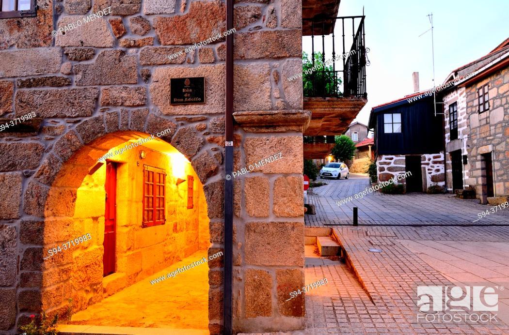 Stock Photo: Arcade in a square of Vilanova dos Infantes, Terras de Celanova, Orense, Spain.