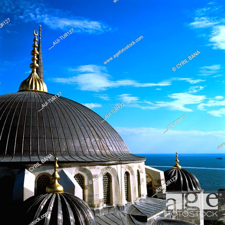 Stock Photo: Turkey - Istanbul - Sultanahmet District - The Blue Mosque.
