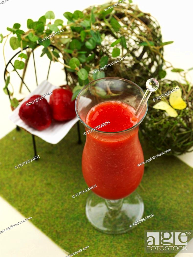 Stock Photo: leaf, fruit, table mat, glass cup, strawberry juice, food styling, strawberry.