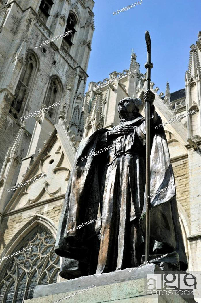 Imagen: Statue of cardinal Mercier at the Saint Gudule and Saint Michael's Cathedral, Brussels, Belgium.