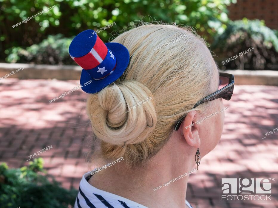 Stock Photo: Tourist woman with American souvenir hat, Philadelphia, Pennsylvania, USA.