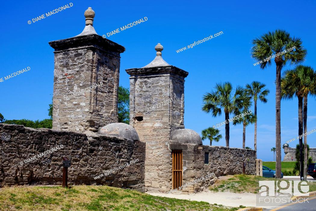 Stock Photo: St Augustine is the ildest city in the United States. The city gates mark the entrance to the historic district. Castillo San Marco can be seen in the.