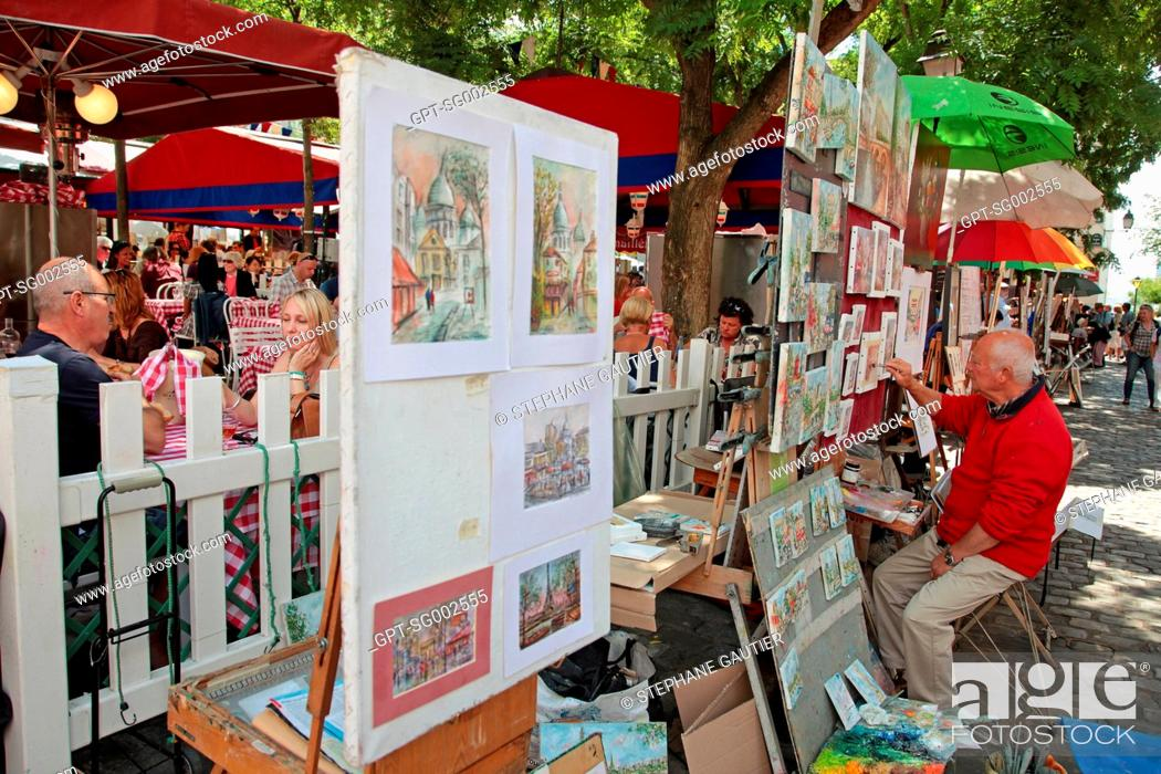Stock Photo: PAINTERS PAINTING AND EXHIBITING THEIR WORKS ON PLACE DU TERTRE SQUARE, MONTMARTRE, PARIS 75, FRANCE.