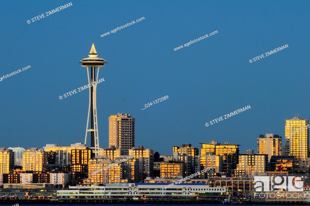 Stock Photo: Seattle skyline at dusk, Washington, USA.