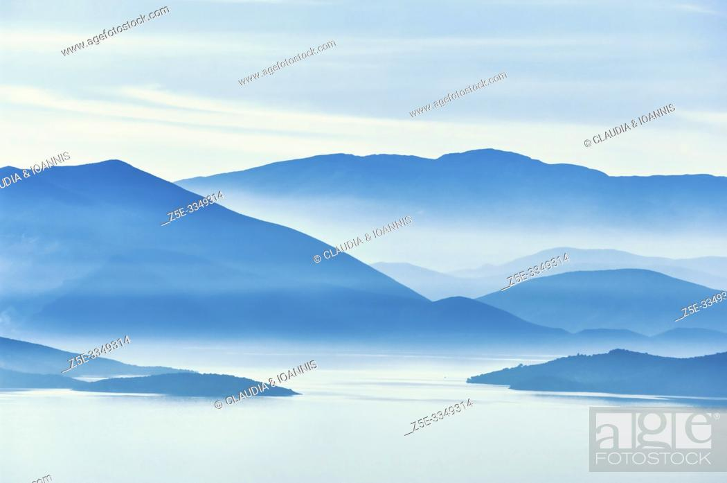 Photo de stock: Silhouette of the mountains on the Greek mainland at the Pagasitic Gulf in Thessaly, Greece.