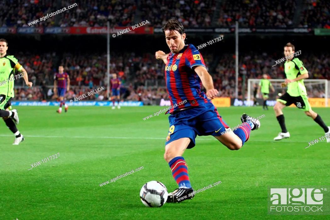 Stock Photo: Barcelona, Camp Nou Stadium, 25/10/2009, Spanish League, FC Barcelona vs. Real Zaragoza, Maxwell.