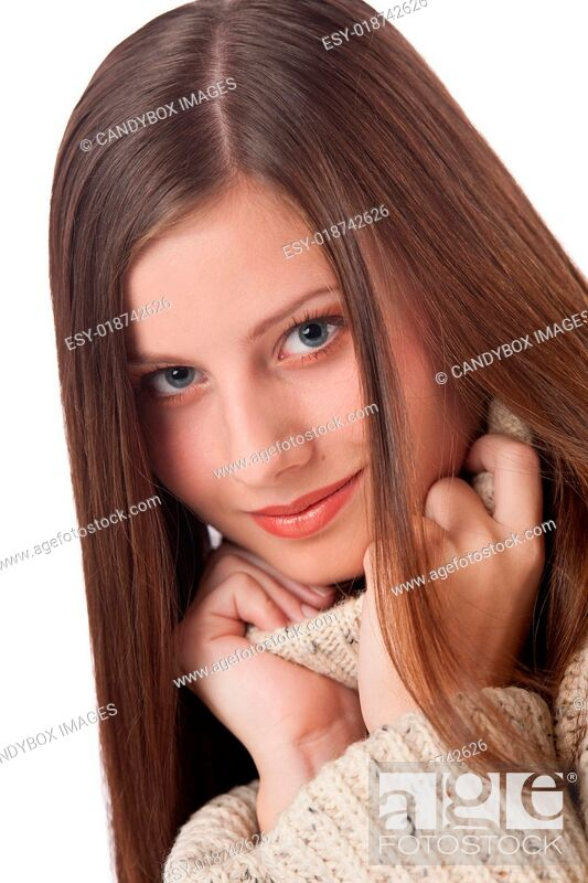 Imagen: Portrait of beautiful young woman wearing turtleneck.