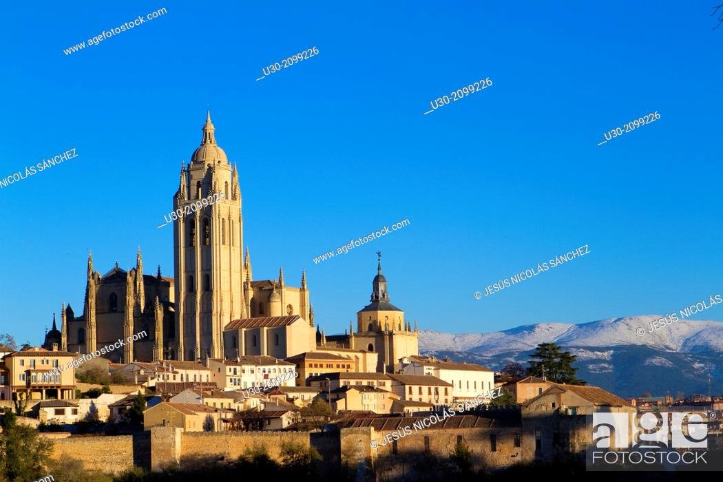 Imagen: Cathedral and overview of Segovia, city declarated Historical-Artistic Site, and World Heritage by UNESCO.