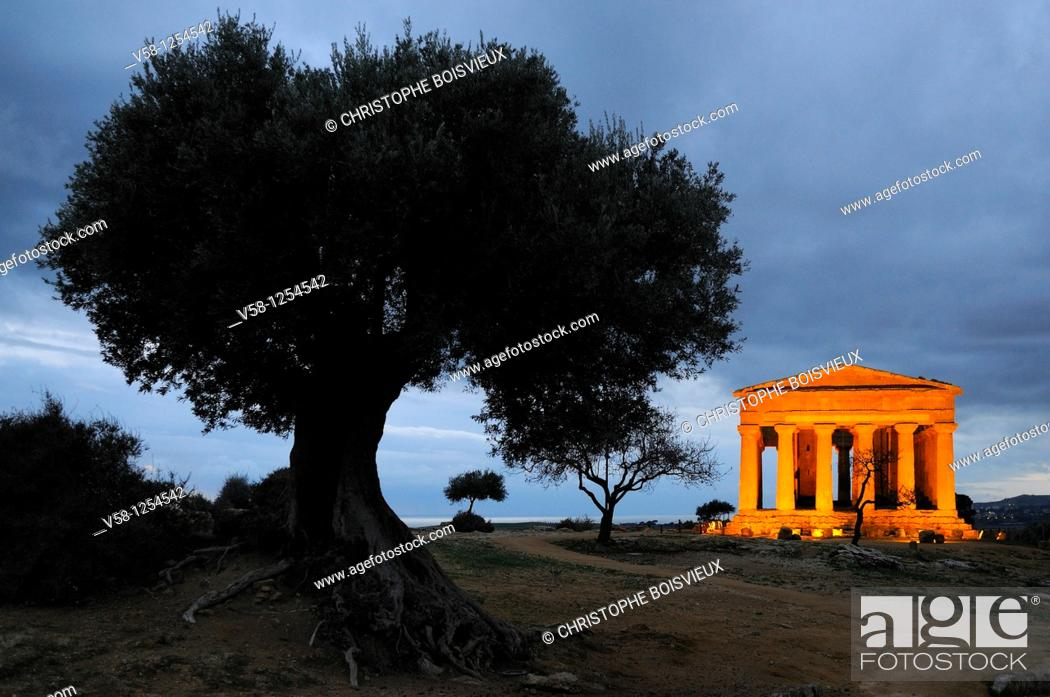 Stock Photo: Italy, Sicily, Agrigento, World Heritage Site, Valley of Temples, Tempio della Concordia Temple of Concord at night.