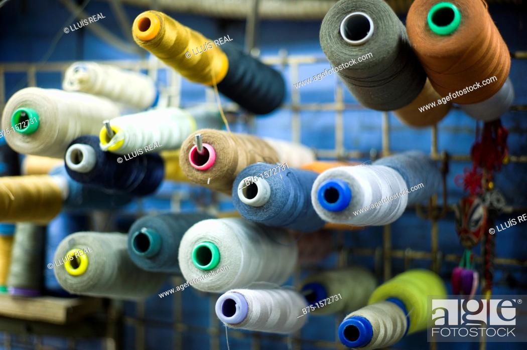 Stock Photo: Bobinas de hilo, colores, costura, sastreria, confeccion.