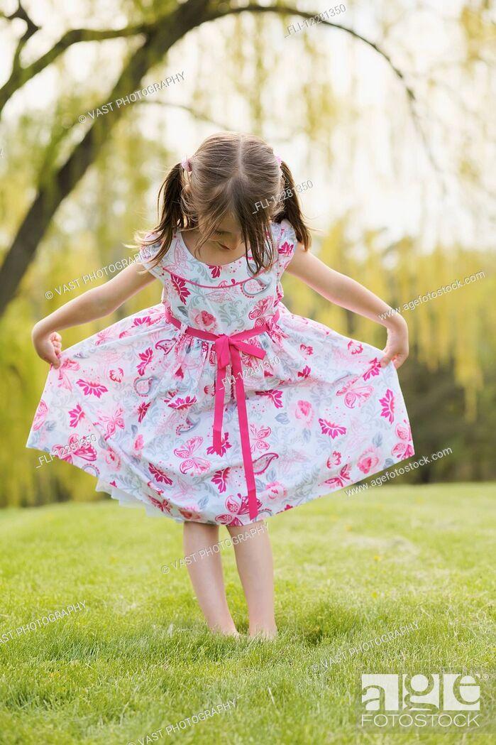 Imagen: Young girl modeling a floral dress; Toronto, Ontario, Canada.