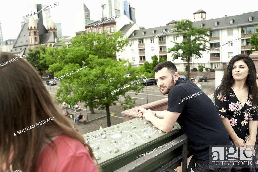 Photo de stock: Young couple looking at passing woman, Frankurt am Main, Germany.