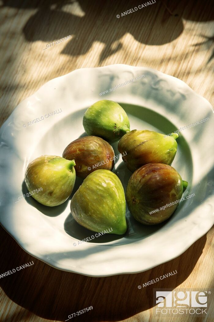 Stock Photo: Plate with figs.