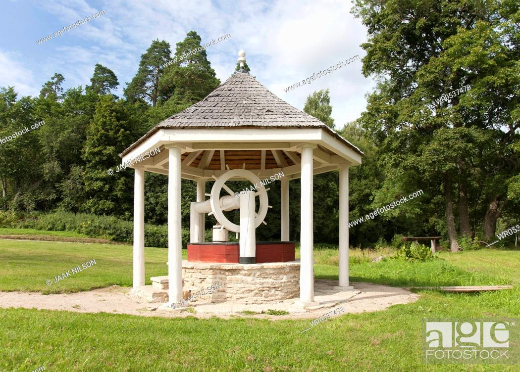 Imagen: Water Well Under a Dome.