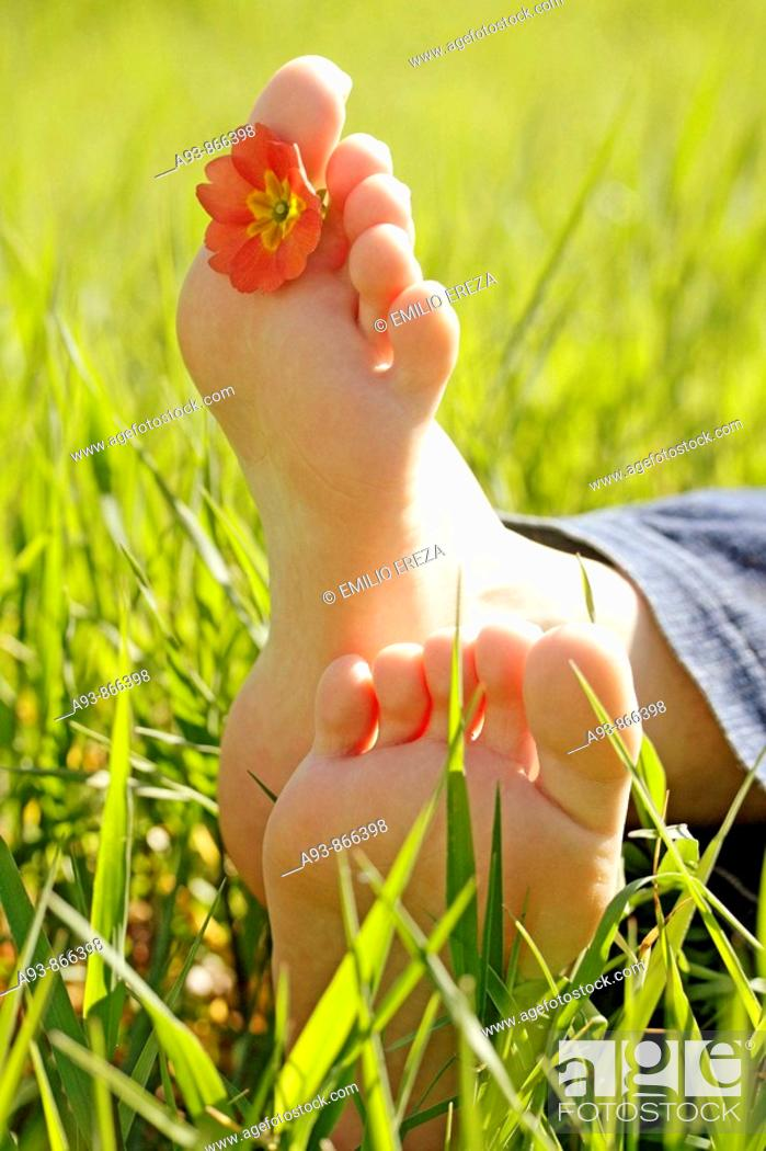 Stock Photo: Grass and feet.