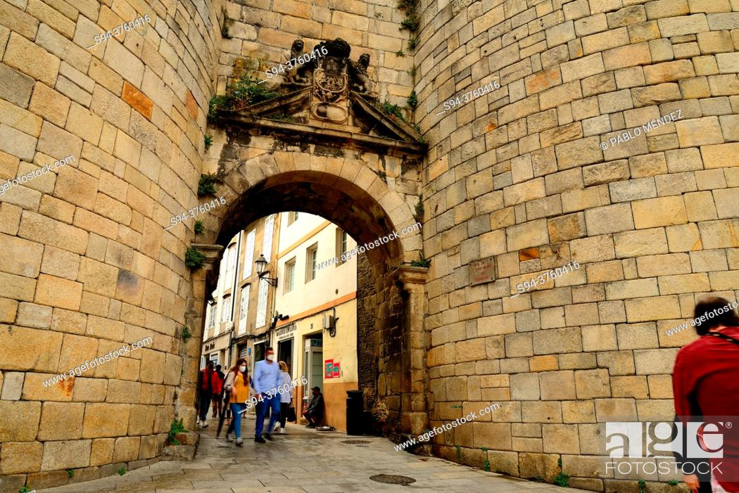 Stock Photo: Entrance gate to the Roman Walls of Lugo, Spain.