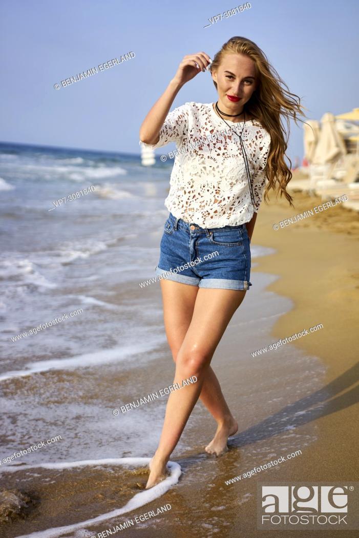 Photo de stock: Greece, Crete, Malia, woman walking on the beach.