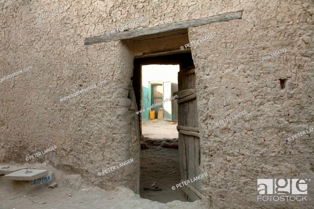Stock Photo: Courtyard in Djenne, Mali.