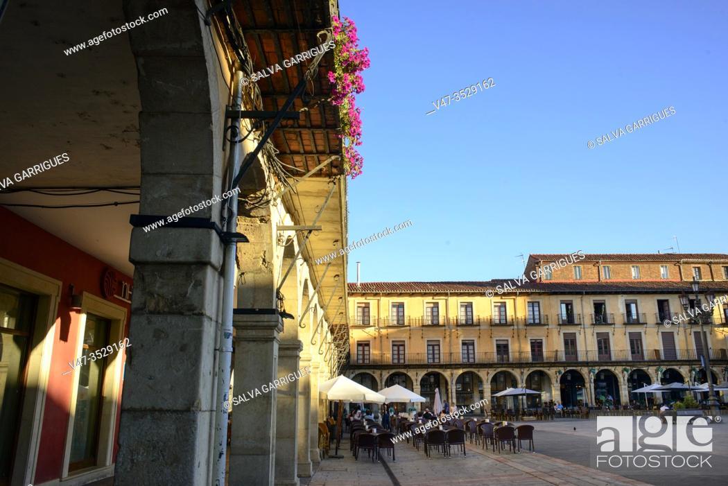 Imagen: Palacio de la Paridad, old town hall, Plaza de San Marcelo, Leon, Spain.