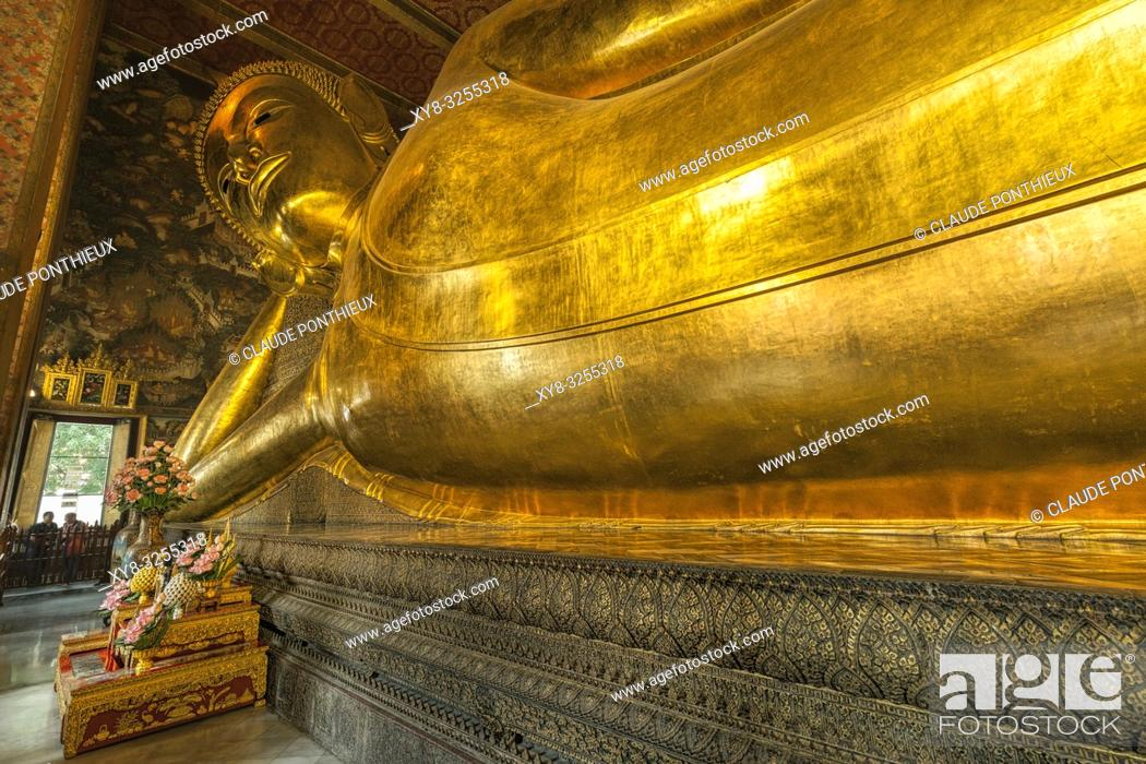 Stock Photo: The Reclining Buddha. Wat Pho temple, Bangkok, Thailand.