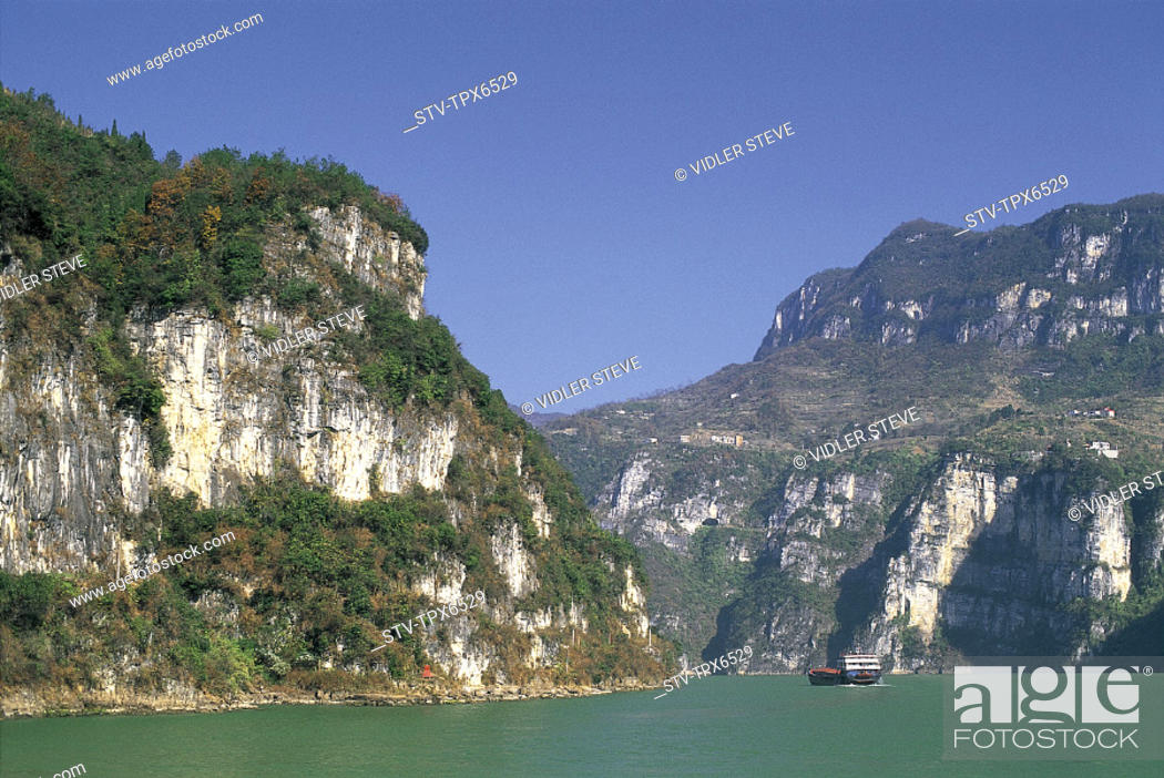 Stock Photo: Asia, Chang jiang, China, Gorge, Holiday, Hubei, Landmark, Province, River, Three gorges, Tourism, Travel, Vacation, Xiling, Yan.