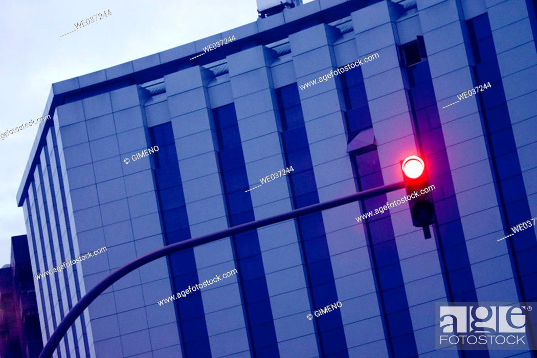 Imagen: Building and red light.