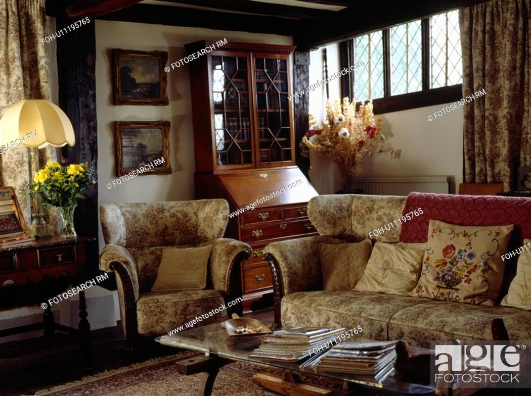 Enjoyable Beamed Country Living Room With Beige Patterned Sofa And Pdpeps Interior Chair Design Pdpepsorg