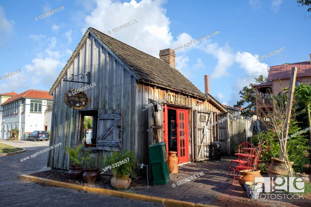 Imagen: ancient wood house colonial quarter.